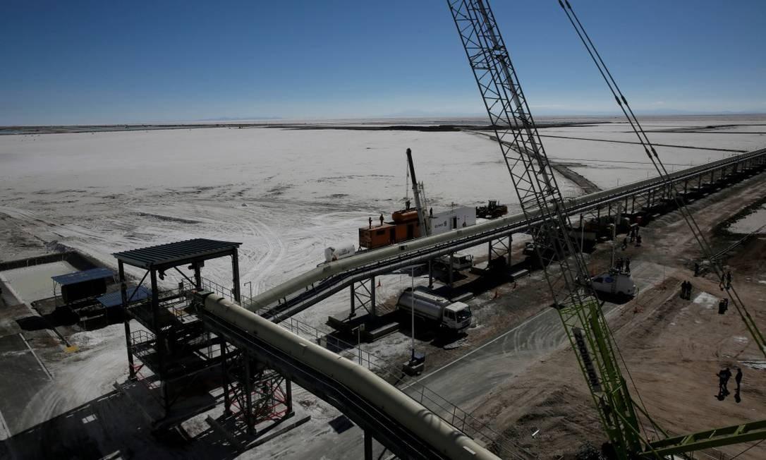 Visão de uma planta industrial no Salar de Uyuni para extração de potássio, mineral obtido sob programa desenvolvido pela Bolívia para produzir lítio Foto: David Mercado / REUTERS
