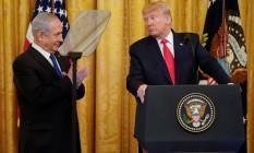 O presidente dos Estados Unidos, Donald Trump, e o premier de Israel, Benjamin Netanyahu, durante entrevista coletiva para anunciar o plano do americano Foto: JOSHUA ROBERTS / REUTERS