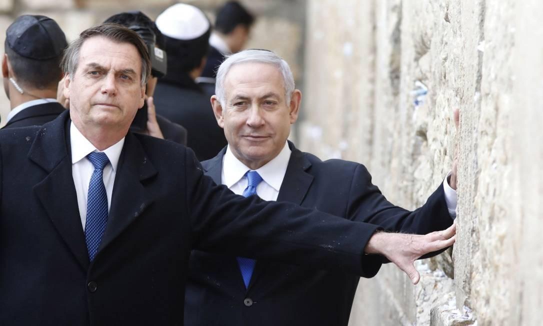 O presidente Jair Bolsonaro e o premier de Israel, Benjamin Netanyahu, no Muro das Lamentações, em Jerusalém Foto: MENAHEM KAHANA / AFP