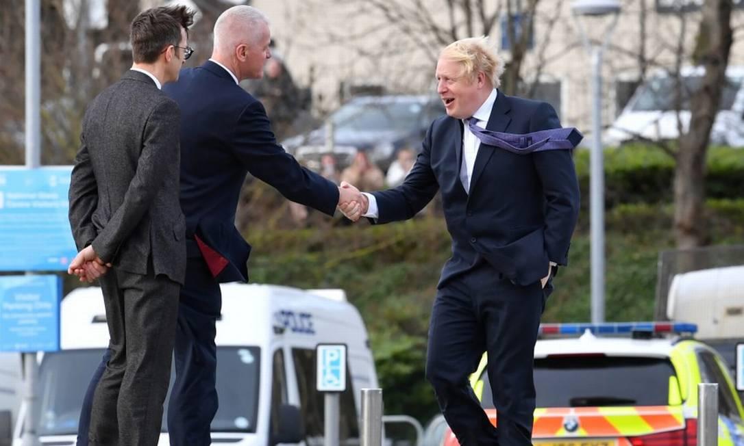 O primeiro-ministro britânico, Boris Johnson, chega para uma reunião ministerial nesta sexta-feira Foto: POOL / REUTERS