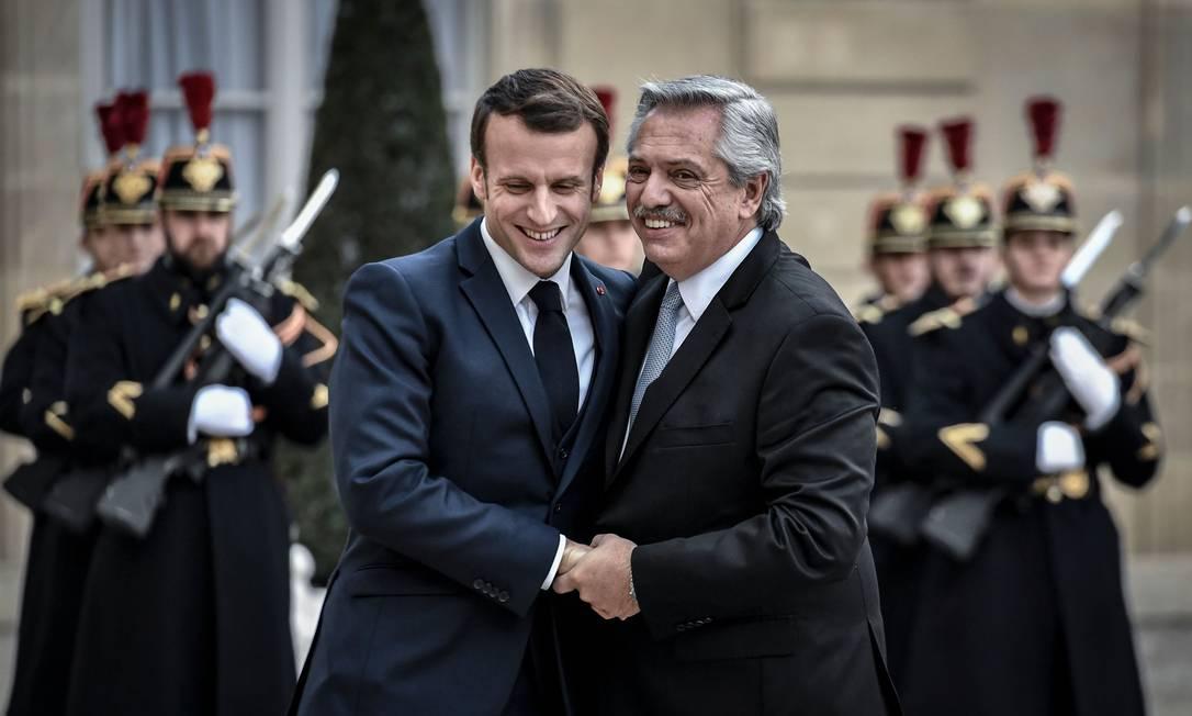 Fernández com Macron, em périplo europeu para arrebanhar apoio à renegociação da dívida Foto: STEPHANE DE SAKUTIN / AFP/5-2-2019