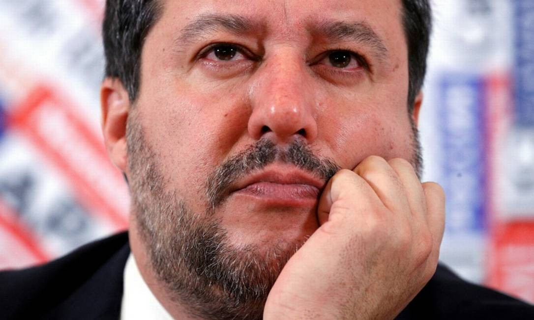 O líder da Liga, partido ultranacionalista italiano que deseja atenuar a própria imagem Foto: GUGLIELMO MANGIAPANE / REUTERS
