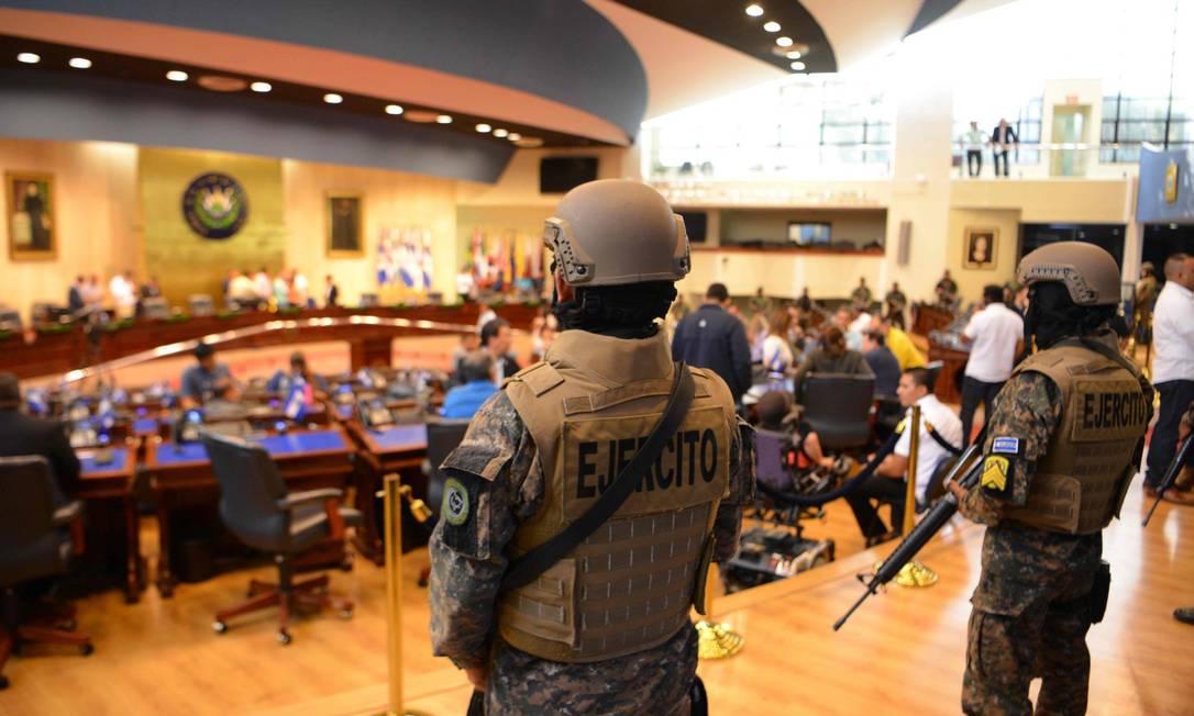 Soldados do Exército de El Salvador ocupam a capital do país em apoio ao presidente Nayib Bukele Foto: MARVIN RECINOS / AFP 9-2-20