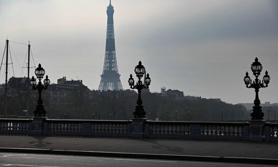Paris se tranca: presidente francês Emmanuel Macron deixou reformas em suspenso e afirmou que se deve confiar no Estado Foto: BERTRAND GUAY / AFP
