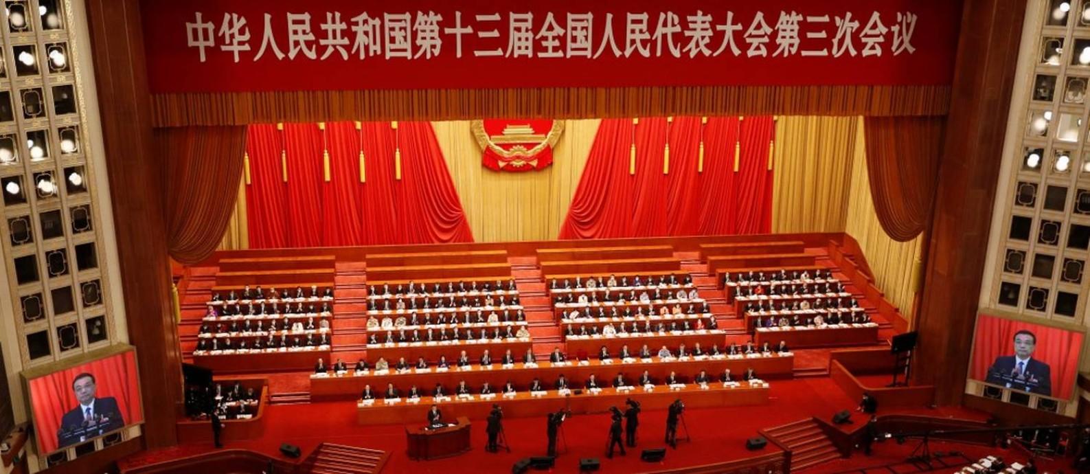 O premier chinês Li Keqiang discursa na abertura do Congresso Nacional do Povo, que acontece com dois meses de atraso devido à pandemia Foto: CARLOS GARCIA RAWLINS / REUTERS