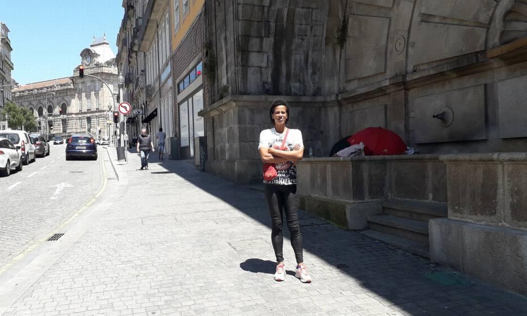 Cláudia Cristina, a Nikita, brasileira que saiu da Rocinha e hoje mora na rua no Porto, em Portugal. Foto: Gian Amato / Agência O Globo 2-7-20