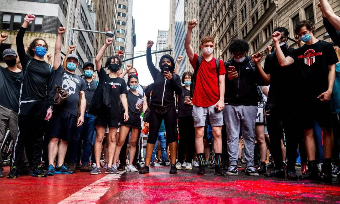 Jovens protestam contra violência policial e racismo em Nova York: envolvimento político da nova geração não se limita à esfera eleitoral Foto: DEMETRIUS FREEMAN / The New York Times