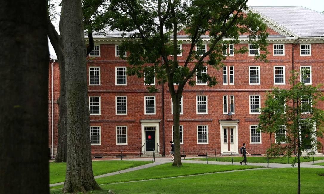 Jardim da Universidade Harvard, um dos centros universitários de excelência que processaram o governo Trump após a sua decisão anterior que proibia a entrada de estudantes nos EUA Foto: Maddie Meyer / AFP