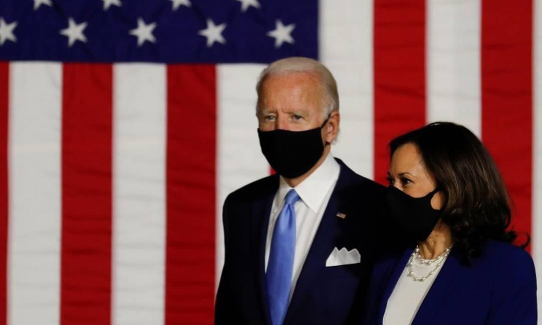 Os candidatos democratas Joe Biden e Kamala Harrris em sua primeira aparição pública desde o anúncio oficial da chapa Foto: CARLOS BARRIA / REUTERS