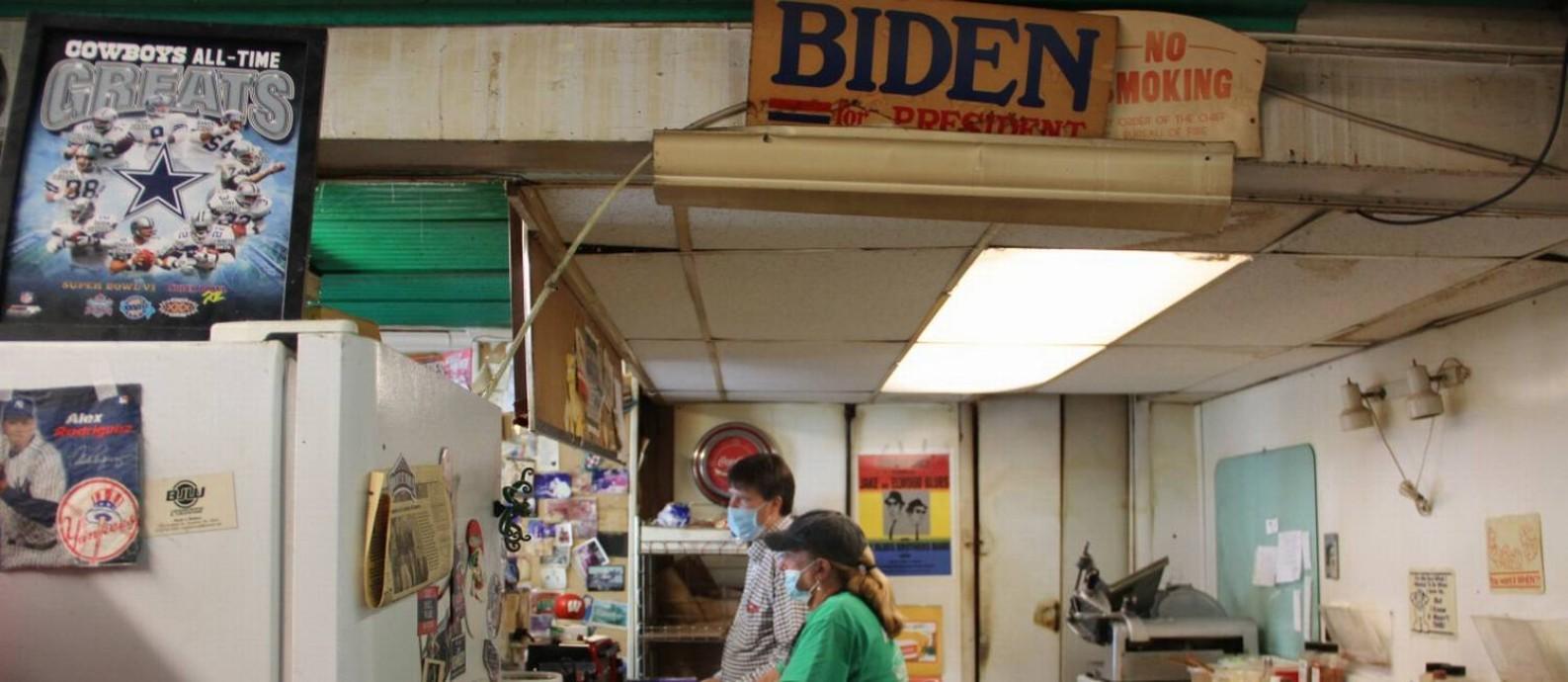 Tom Owens é dono da lanchonete onde Biden pede sanduíche sabor italiano quando vai a Scranton Foto: Paola de Orte