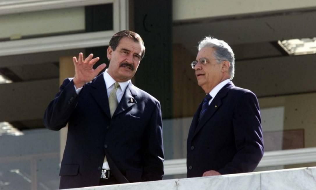 O então presidente Fernando Henrique Cardoso recebe o então líder do México, Vicente Fox, no Palácio do Planalto em 2002: dupla está entre signatários de carta pedindo adiamento de eleição do BID Foto: Gustavo Miranda / Infoglobo