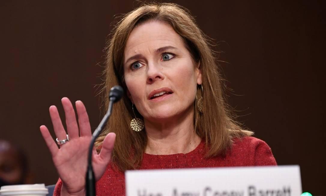 A indicada para a Suprema Corte americana Amy Coney Barrett durante o segundo dia de sua audiência de confirmação no Senado Foto: POOL / REUTERS