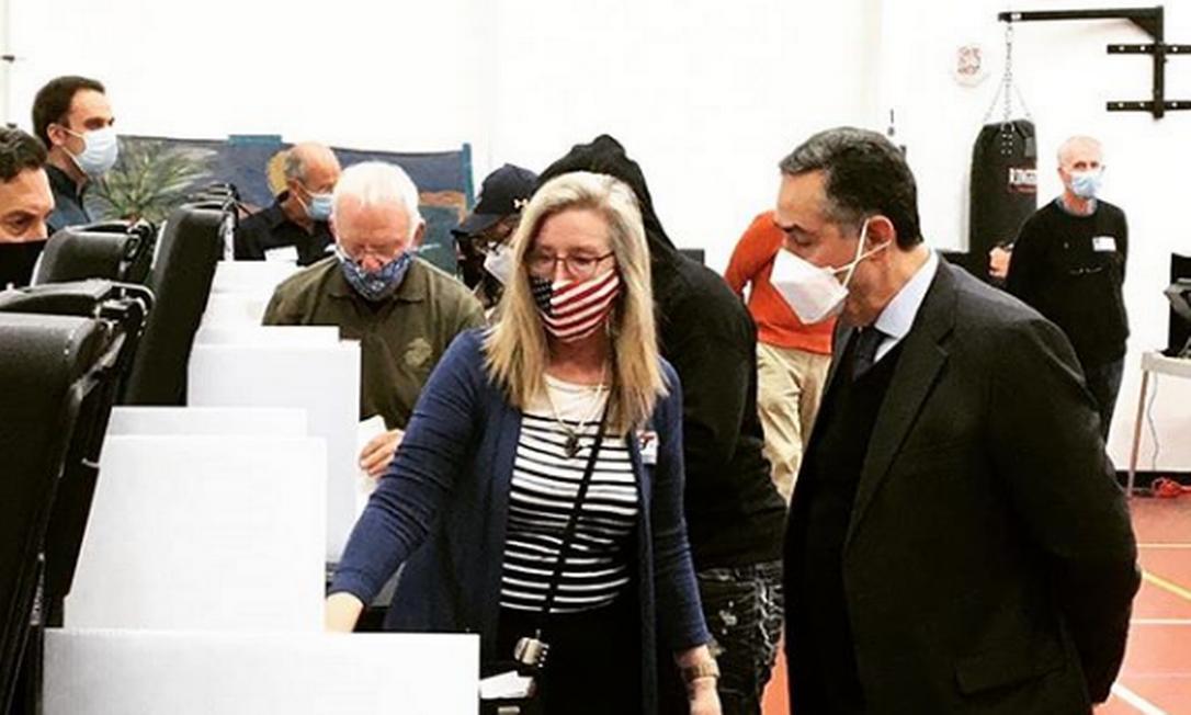 O ministro do Supremo Luís Roberto Barroso acompanha um local de votação nesta terça-feira Foto: Reprodução