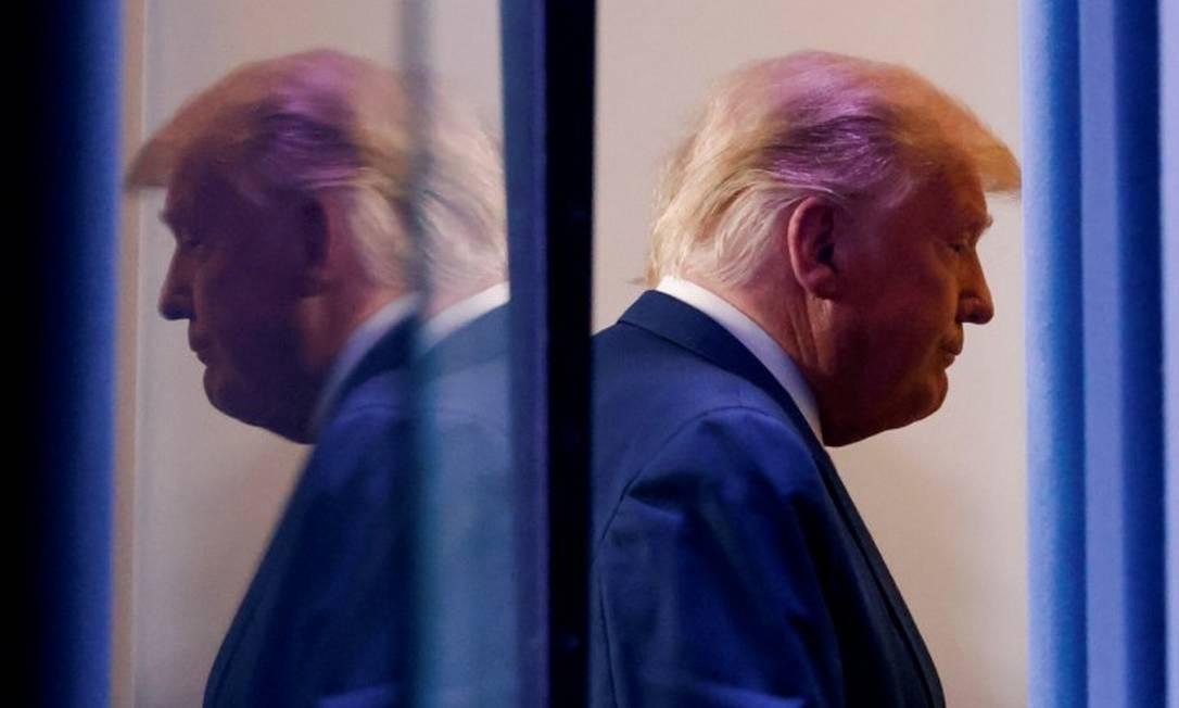 O presidente dos Estados Unidos, Donald Trump, após fazer seu pronunciamento sobre a eleição dos Estados Unidos nesta quinta-feira Foto: CARLOS BARRIA / REUTERS
