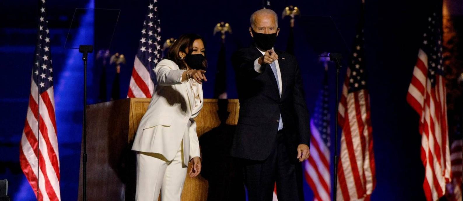 Os candidatos da chapa democrata, vencedora das eleições presidenciais americana de 2020, Kamala Harris e Joe Biden Foto: JIM BOURG / REUTERS