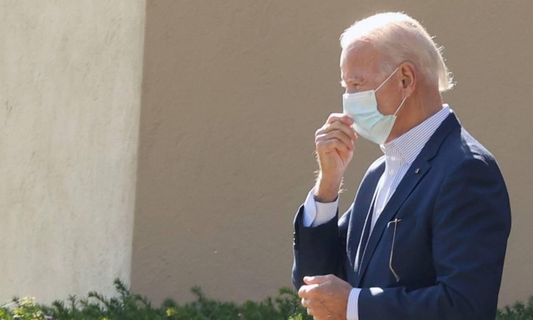 O presidente eleito dos Estados Unidos Joe Biden deixa a igreja em Wilmington, Delaware, na manhã deste domingo Foto: JONATHAN ERNST / REUTERS
