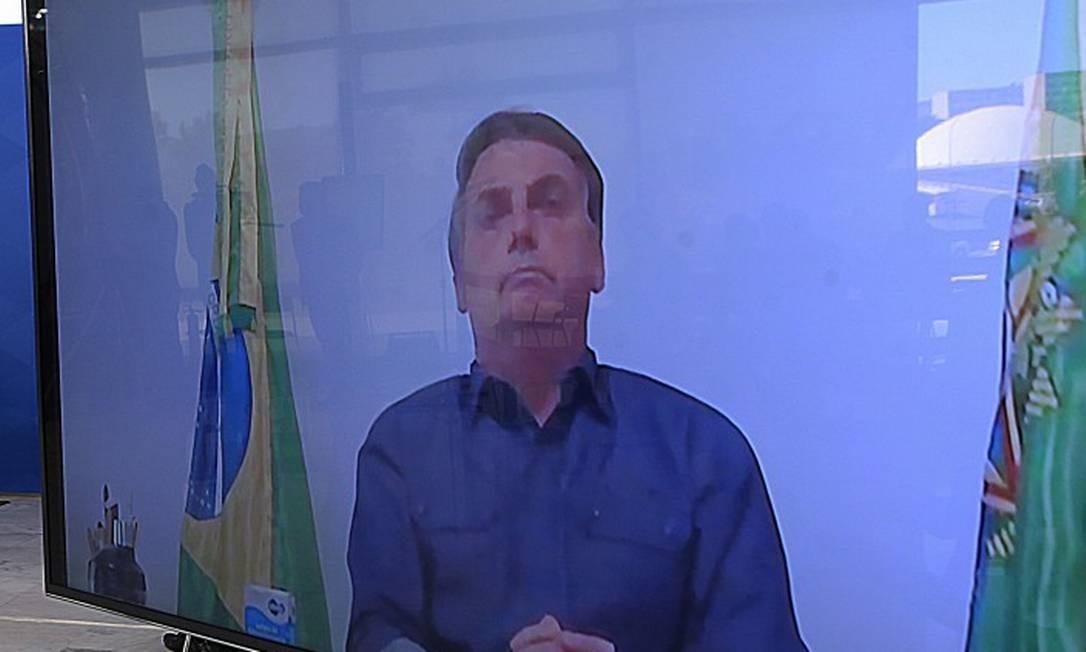 O presidente Jair Bolsonaro participa por videoconferência, da cerimônia de sanção do Marco de Saneamento Legal, em julho: presidente fará reunião virtual com Alberto Fernández nesta segunda-feira Foto: Jorge William / Agência O Globo