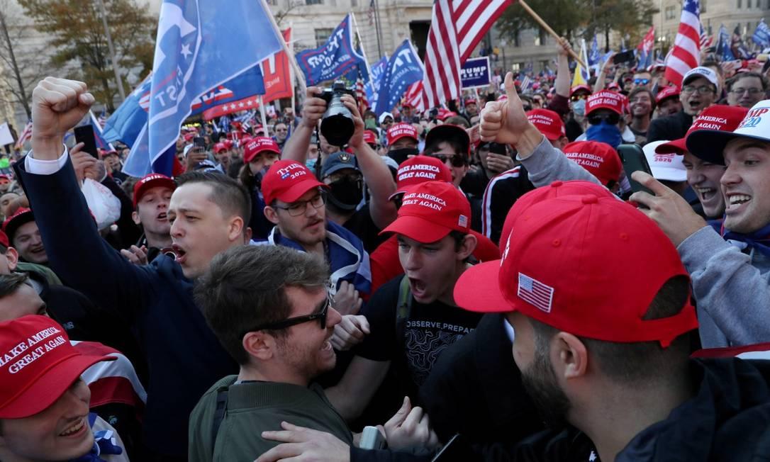 Apoiadores de Donald Trump em um comício em Washington no dia 14 de novembro Foto: LEAH MILLIS / REUTERS