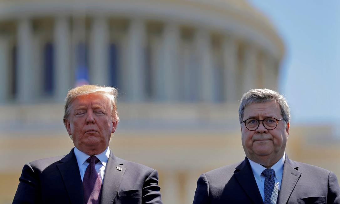 O presidente dos Estados Unidos, Donald Trump, e o secretário de Justiça William Barr em um evento no dia 15 de maio de 2019 Foto: CARLOS BARRIA / REUTERS