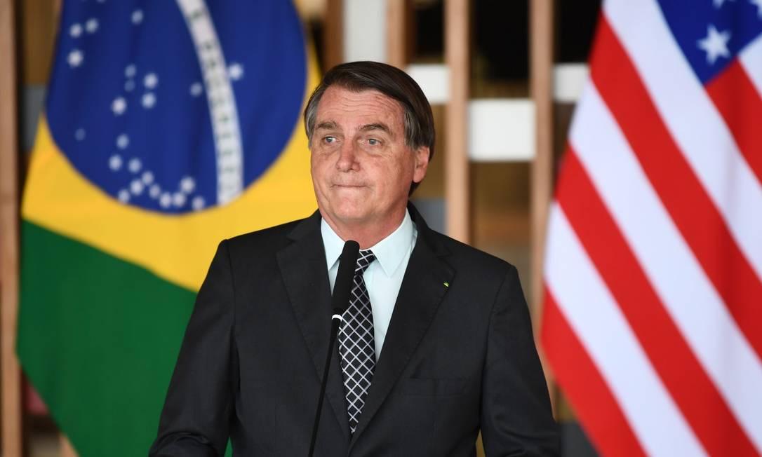 O presidente Jair Bolsonaro concede um discurso após um encontro com o conselheiro de segurança nacional dos EUA, Robert O'Brien, no Itamaraty em 20 de outubro Foto: EVARISTO SA / AFP
