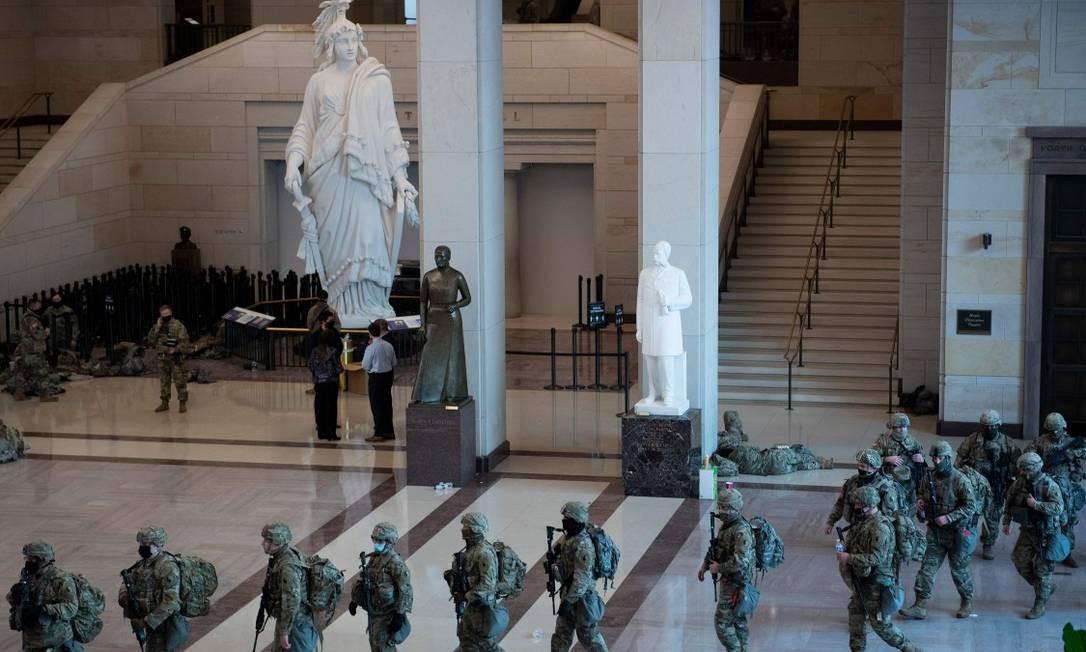 Soldados da Guarda Nacional dos EUA no Capitólio Foto: BRENDAN SMIALOWSKI / AFP