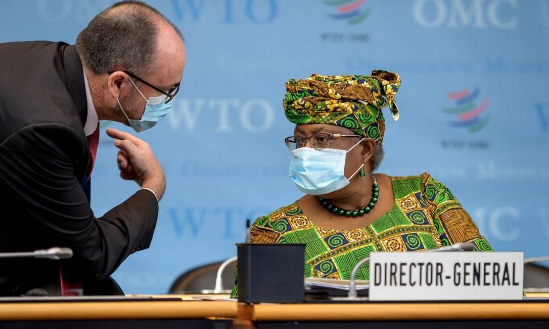 A nova diretora-geral da Organização Mundial do Comércio, a nigeriana Ngozi Okonjo-Iweala, na sede da OMC em Genebra Foto: POOL / REUTERS