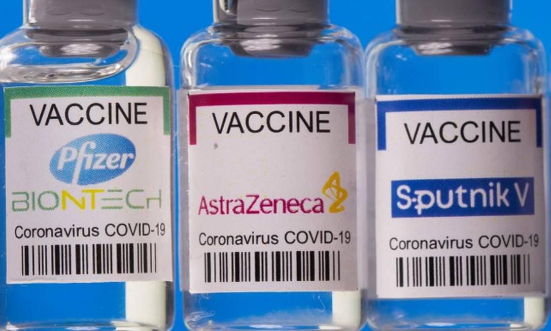 Frascos: Estados Unidos se manifestaram a favor de suspensão das patentes de vacinas para enfrentar a pandemia Foto: DADO RUVIC / REUTERS