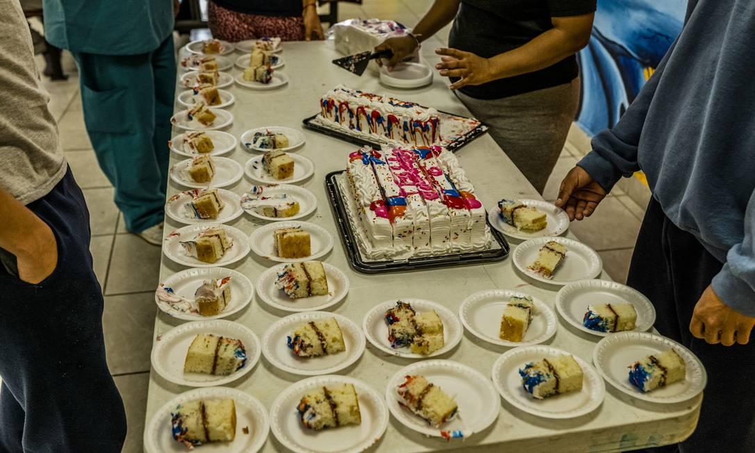 Elizabeth celebra su cumpleaños número 13 en el refugio mientras espera nuevas estrategias para la deportación Foto: Daniel Perehulak / NYT