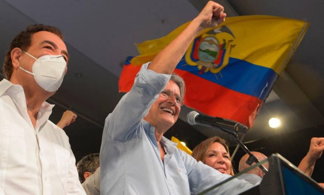 O presidente eleito do Equador Guillermo Lasso celebra sua vitória em Guayaquil Foto: FERNANDO MENDEZ / AFP