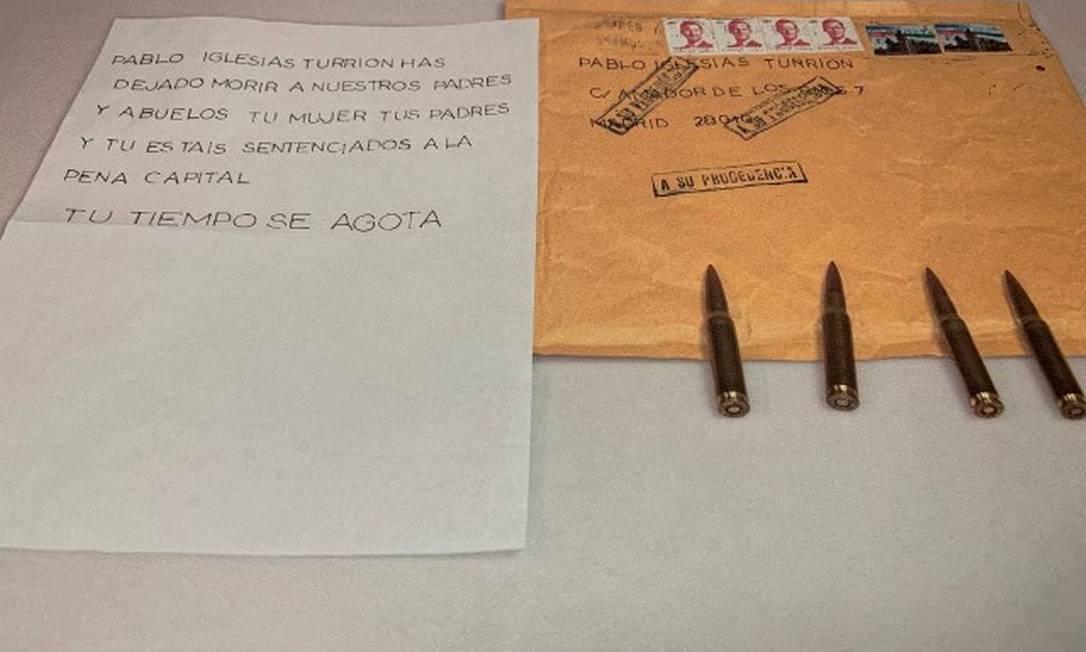 Carta com ameças de morte e balas de fuzil recebidas pelo líder do Unidas Podemos Pablo Iglesias Foto: UNIDAS PODEMOS / via REUTERS
