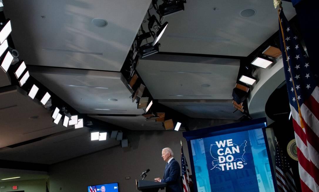 O presidente americano, Joe Biden, anuncia as novas medidas para expandir a vacinação em seu país Foto: SAUL LOEB / AFP