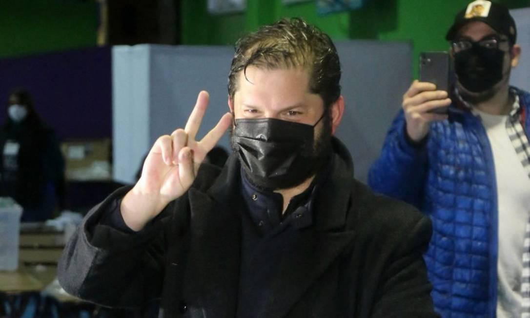 Gabriel Boric, da Frente Ampla, vota nas primárias: ele será o candidato da esquerda nas eleições presidenciais Foto: JUAN CARLOS AVENDANO / AFP