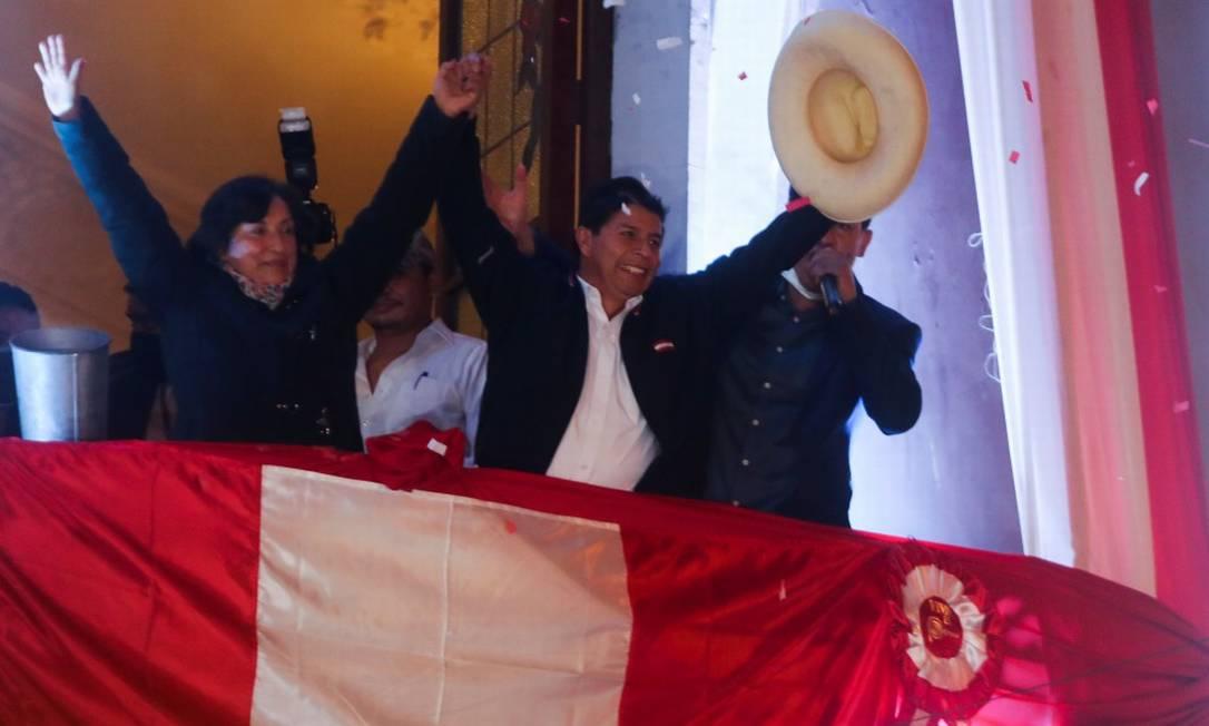 Pedro Castillo, o novo presidente do Peru, celebra na sede de seu partido, o Peru Livre, nesta segunda-feira Foto: SEBASTIAN CASTANEDA / REUTERS