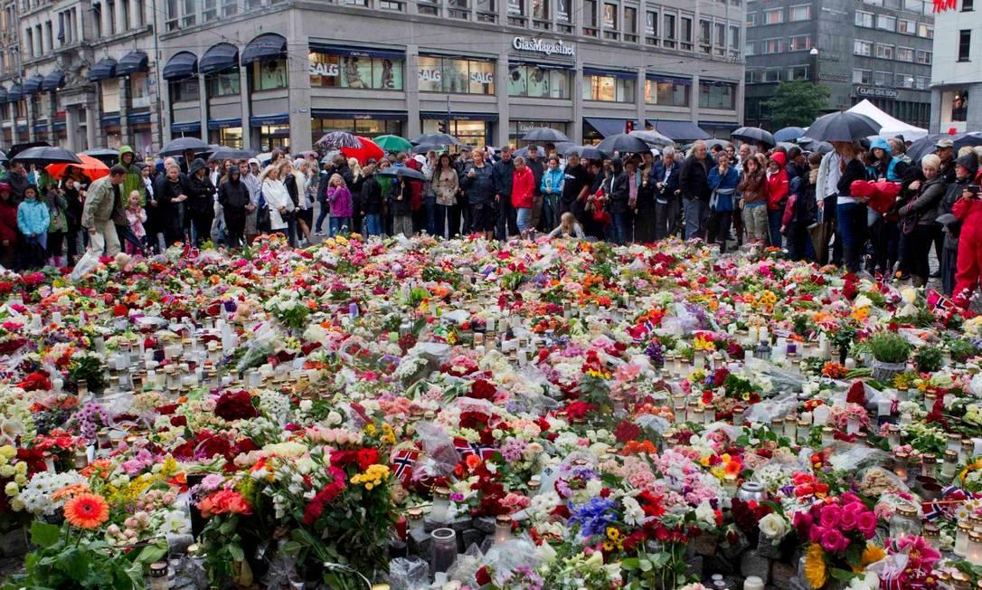 No aniversário de uma década do atentado, os sinos soaram por 10 minutos em memória das vítimas Foto: Reuters