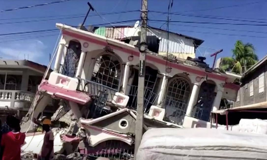 Edificio destruído pelo terremoto em Les Cayes, no Haiti Foto: REUTERS TV / via REUTERS