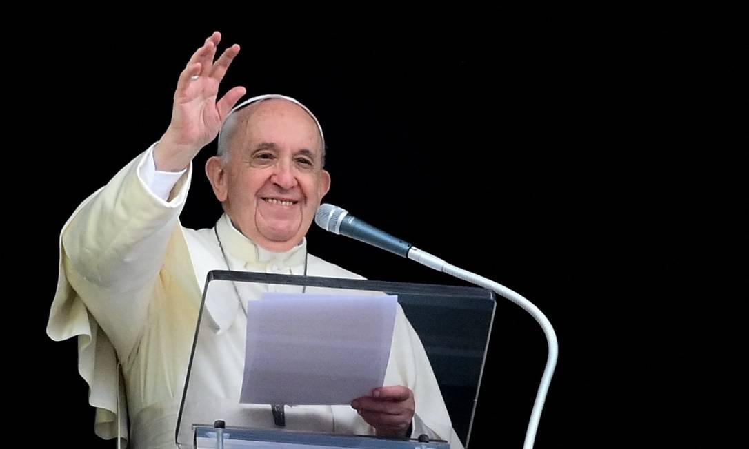 'Vocês estão fazendo o futuro hoje' disse Papa Francisco aos jovens ativistas em evento para preservação do meio ambiente em Milão Foto: Vincenzo PINTO / AFP