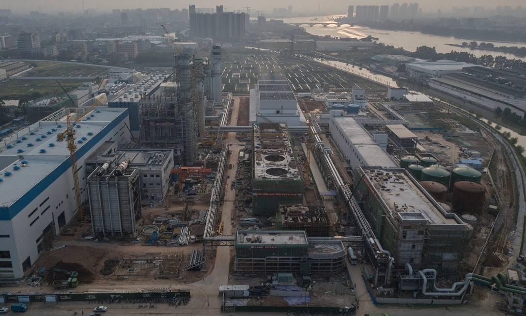 Construção da usina elétrica a gás Zhongtang em Dongguan, China, uma das várias novas usinas a gás sendo construídas na área para atender às necessidades de energia do país, uma vez que gira em torno do carvão. Foto: Gilles Sabrié / The New York Times