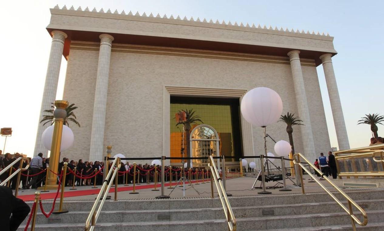 Um tapete vermelho foi colocado na entrada do Templo para receber autoridades. A presidente Dilma e os ministros Ricardo Lewandowiski e Marco Aurélio Mello prestigiaram a inauguração Foto: Marcos Alves / Agência O Globo
