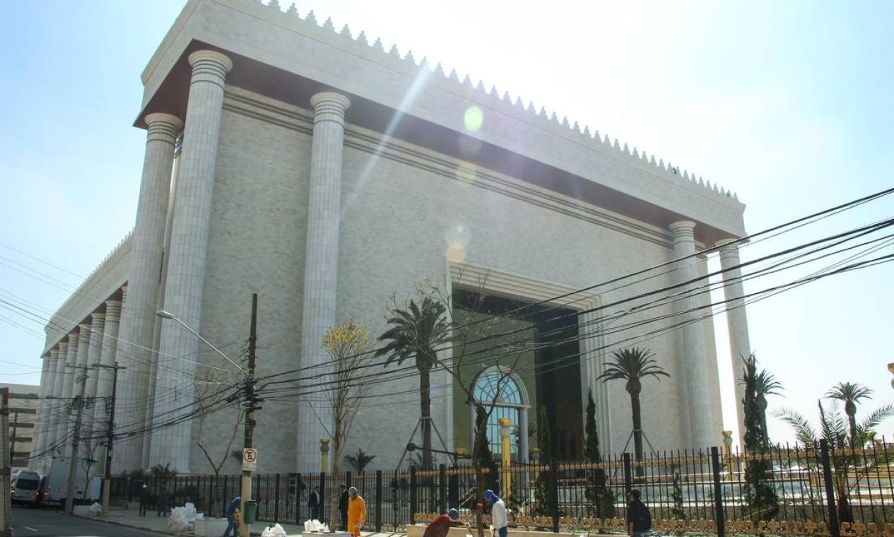 Antes da inauguração, o trânsito do entorno da rua onde está instalado o templo foi fechado às 15h. Foto: Marcelo S. Camargo / Agência O Globo