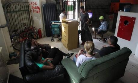 Sem-teto. Prédio que abrigou o Othon Palace, na região central de São Paulo, está abrigando 811 famílias: prefeitura estima que existam cem ocupações na cidade Foto: Marcos Alves