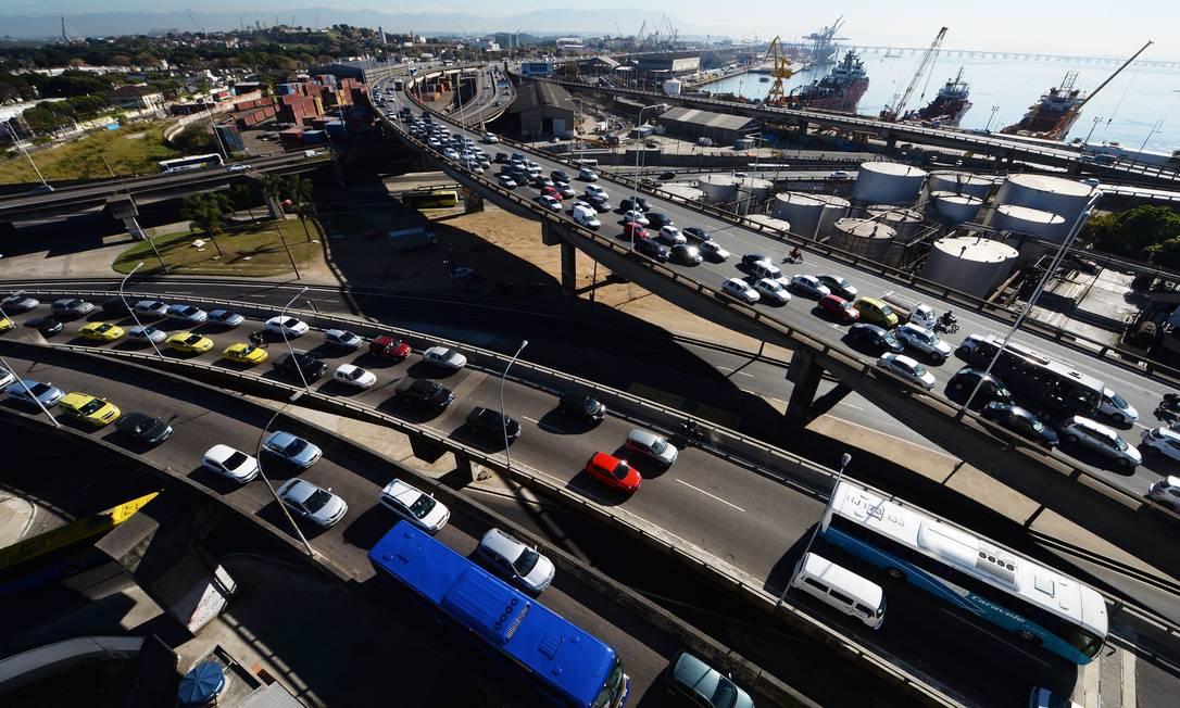 No município do Rio, a frota passa de 2,8 milhões de veículos Foto: Antonio Scorza / Agência O Globo