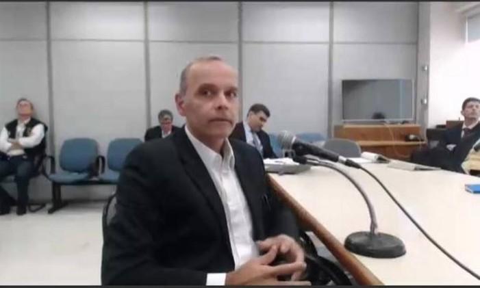 Wilson Carlos Carvalho se mostrou nervoso durante o depoimento Foto: Reprodução