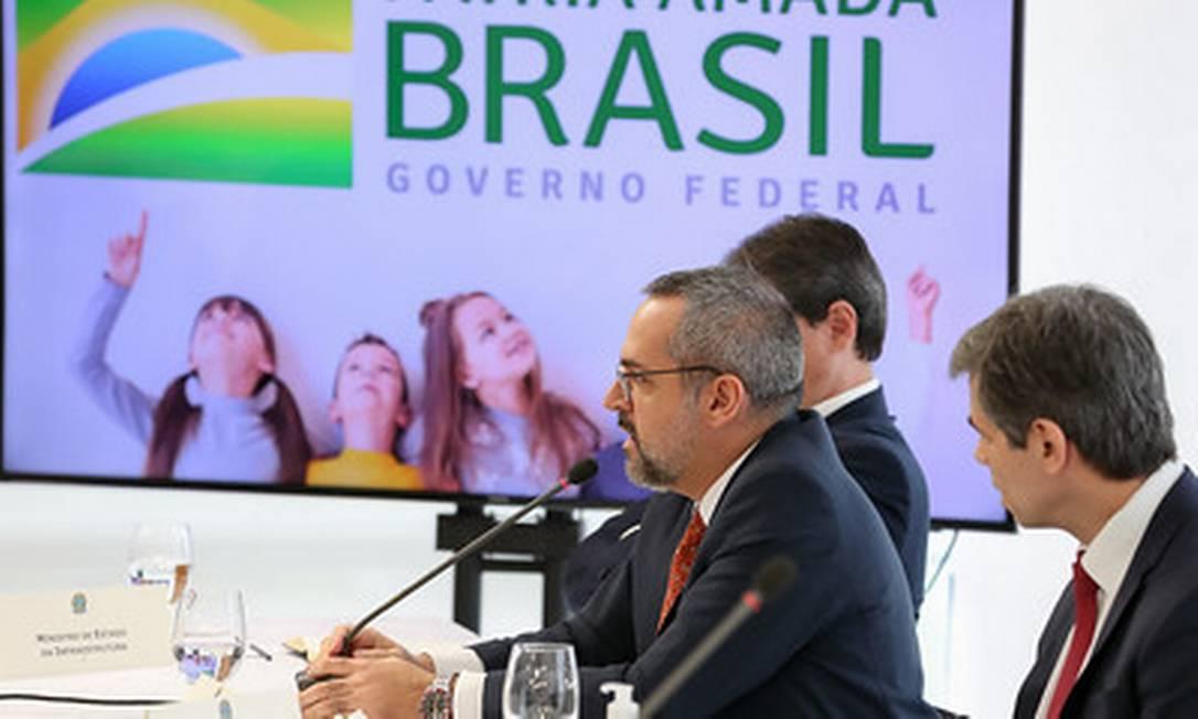 O ministro da Educação, Abraham Weintraub, na reunião ministerial do dia 22 de abril Foto: Marcos Correa / Divulgação