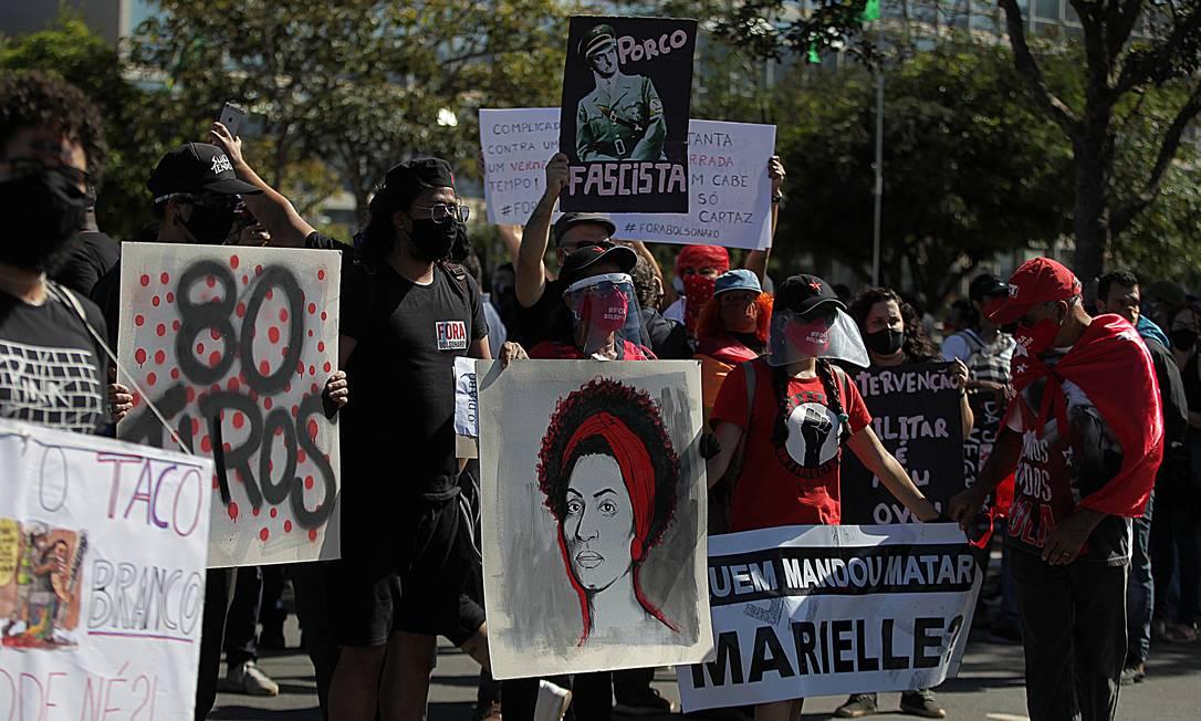 Manifestantes ocuparam a Esplanada dos Ministérios, em Brasília. Grupo se posiciona a favor da democracia e contra o governo Jair Bolsonaro. Foto: Jorge William / Agência O Globo