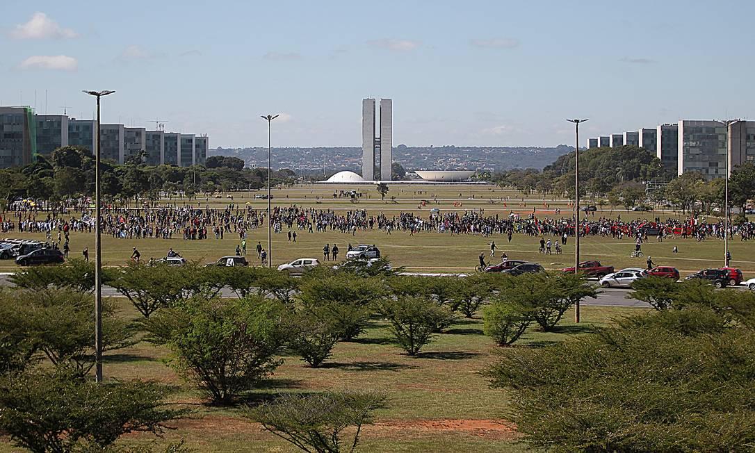 Manifestantes ocuparam a Esplanada dos Ministérios, em Brasília. Grupo se posiciona a favor da democracia e contra o governo Jair Bolsonaro Foto: Jorge William / Agência O Globo