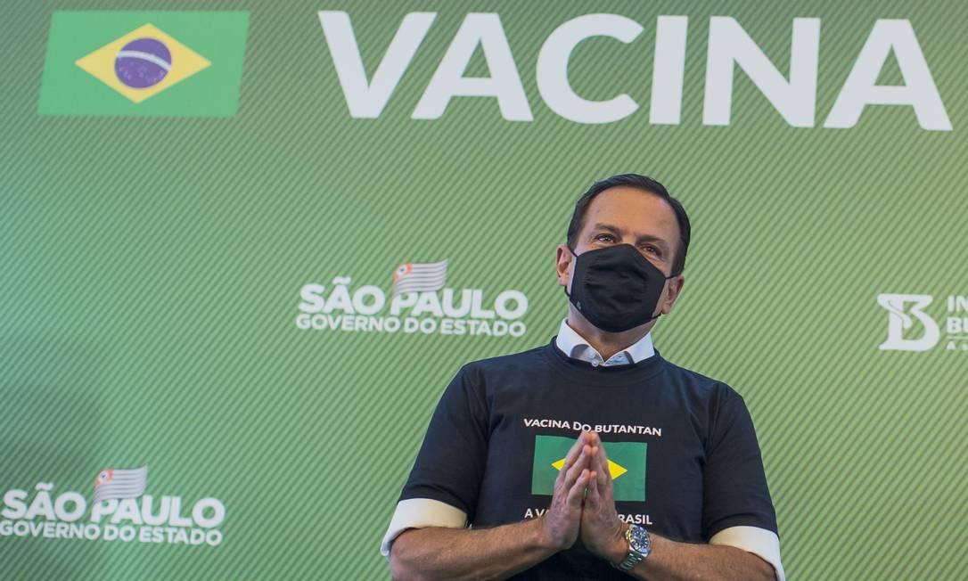 O governador de São Paulo, João Doria, durante cerimônia de início da imunização contra coronavírus no estado (17/01/2021) Foto: Edilson Dantas / Agência O Globo