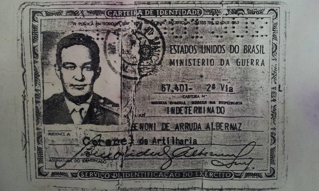 Reprodução da carteira de identidade de Benoni Albernaz, adulterada por ele para incluir a patente de coronel Foto: Arquivo / Agência O Globo