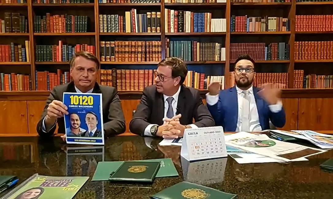 O presidente Jair Bolsonaro tem feito 'propaganda eleitoral gratuita' em transmissões ao vivo pela internet Foto: Reprodução