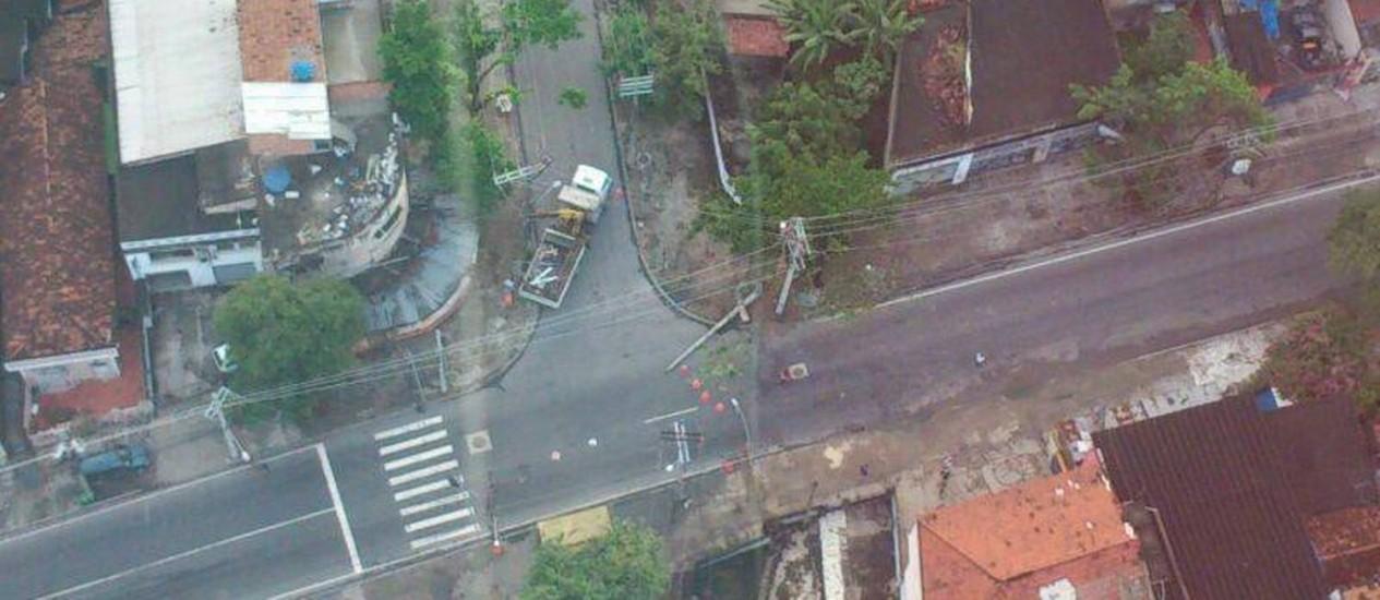 Rua Leopoldina Rego ficou interditada completamente por cerca de meia hora Foto: Emerson Rocha BTN/Centro de Operações Rio