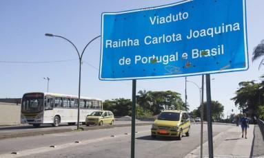 Mesmo sendo da realeza, não emplacou o nome escolhido para o viaduto em Botafogo, onde os motoristas trafegam em mão inglesa Foto: Márcia Foletto / Agência O Globo